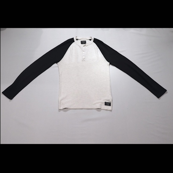 ABERCROMBIE & FITCH WHITE AND NAVY BLUE LONGSLEEVE